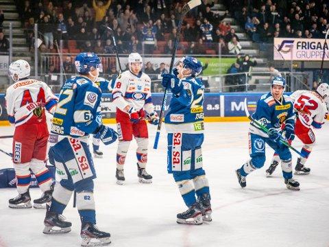 Litt jubel: Kanskje det blir litt jubel for Sparta-kaptein Niklas Roest, Anders Tangen Henriksen og  Martin Grönberg når koronakroner kommer inn på Spartakontoen og de få opphevet noe av permitteringen.