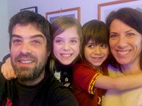 OVER EN UKE I KARANTENE: Ingunn Torgerstuen Stensholt (t.h) har bodd i Italia siden 2011. Familien med Alberto (t.v), Ingrid og Erik bor i Terracina, en time sør for Roma.