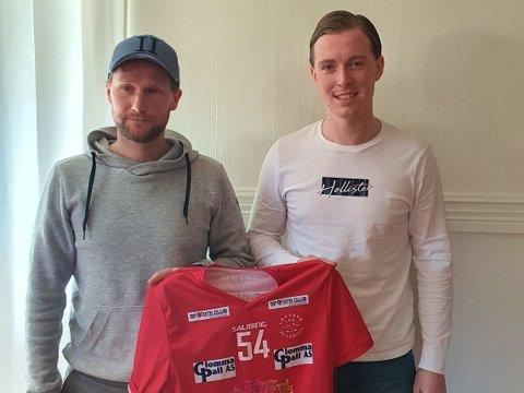 MODERKLUBB: Ådne Øvereng (t.h.) er tilbake i Greåker Bulldogs. Her står han sammen med klubbens mangeårige backkjempe Kenneth Skistad.