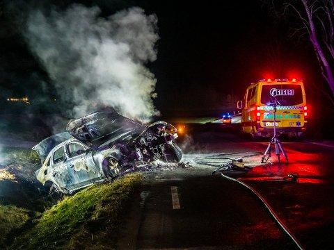 Audien til den 31 år gamle mannen til Sarpsborg ble totalskadet i brannen torsdag 3. januar i fjor. Nå er bileieren tiltalt for forsøk på grovt forsikringsbedrageri.