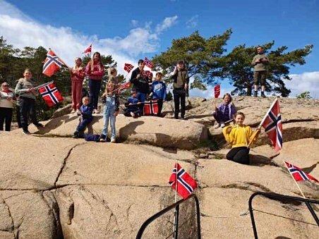 STOR FEIRING: Totalt syv båter feiret 17. mai sammen på Singløya.