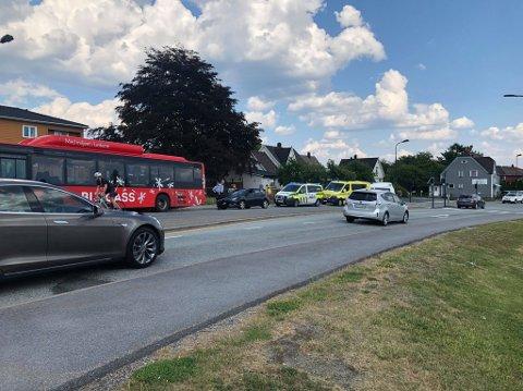 Politiet meldte lørdag ettermiddag om en trafikkulykke i Landekrysset. Alle nødetatene rykket ut til stedet.