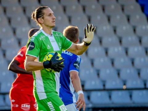 Dit han ønsker: David Mitov-Nilsson har funnet seg vel tilrette mellom stengene i Sarpsborg 08 målet og håper på nye poeng mot Stabæk.