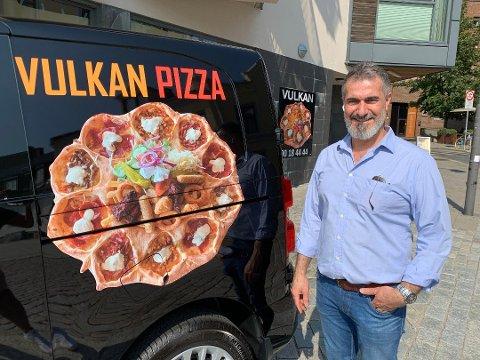 PIZZA OG KEBAB: I Sarpsborg har Shawan (48) blitt kjent for den noe spesielle pizzavarianten Vulkan. Nå åpner han dørene til Kebab Pizza House i Fredrikstad sentrum.