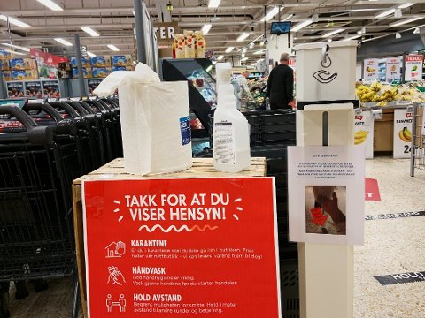 SMITTEFARE: Smitteeksperten mener trolig flere har plukket opp koronaviruset under sine handleturer i dagligvarebutikken.