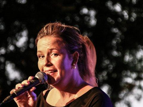 Therese Aronsen Gangestad debuterte som soloartist på Glengscenen i en alder av 43 år igår. Hun gjorde en sjelfull konsert.