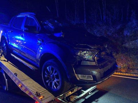 Bilen fikk større materielle skader etter sammenstøtet. De to som satt i bilen kom fra det hele uten alvorlige skader.