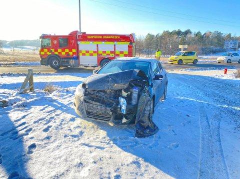 En av bilene fikk skader i fronten etter ulykken i Oldtidsveien.