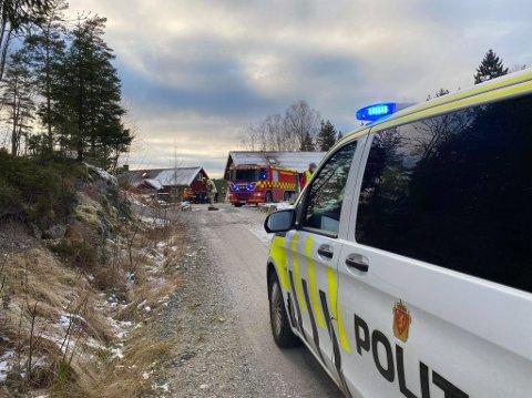 Nødetatene rykket ut til brann i en garasje i Varteig.