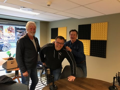 Rino Løkkeberg og Tom Arild Olsen har fått med seg APs gruppeleder Svein Larsen i dagnes utgave av SAs hockeypodd.