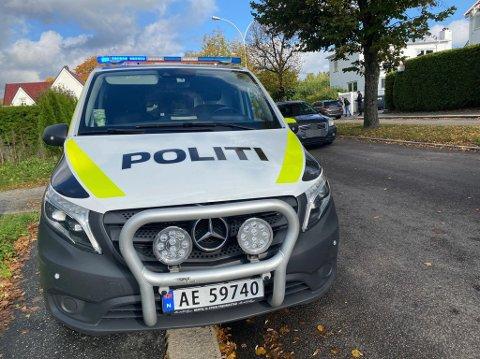 Politi, ambulanse og brannvesen rykket ut etter et sammenstøt i Korsgata.