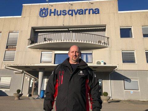 Erino Korpiselka er hovedtillitsvalgt for de ansatte ved Husqvarna i Sarpsborg, som nå står fare for å bli lagt ned fordi konsernledelsen ønsker å flytte produksjonen til Sverige. Nå etterlyser han engasjement fra kommunen og politikerne i kampen for å beholde fabrikken ved Tunevannet.
