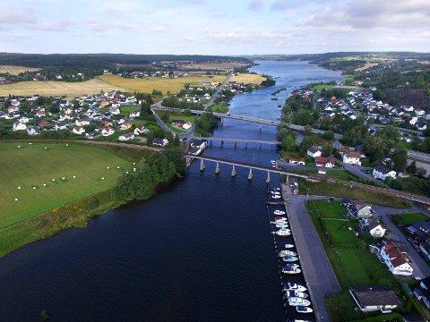 Det var om kvelden onsdag 27. mai i fjor som 25-åringen dundret over Rolvsøysund Bro med en personbil i 128 kilometer i timen. Fartsgrensen over brua er 60 kilometer i timen.