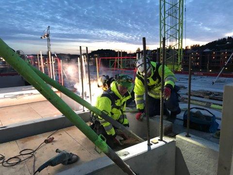 Contiga kjøpte Kynningsrud Prefab i fjor, og før nyttår fusjonerte de. Nå legges stålverkstedet på Rolvsøy ned. Ti mann får nye jobbtilbud.