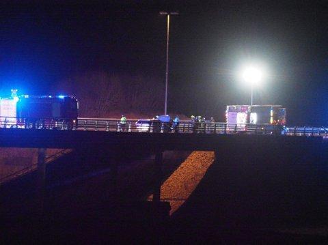 En bil tok fyr på E6 i Skjeberg lørdag kveld.