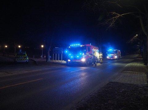 En bil tok onsdag ettermiddag fyr ved fylkeshuset i Oscar Pedersens vei.