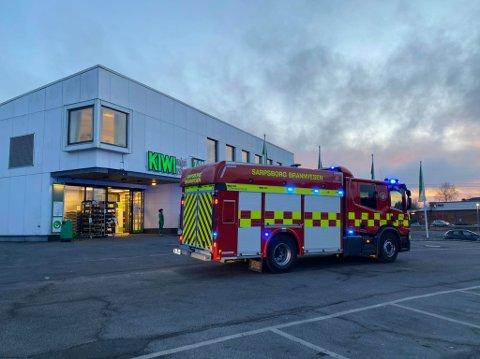 Nødetatene rykket torsdag kveld ut etter melding om brann ved Kiwi i Rådhusveien.