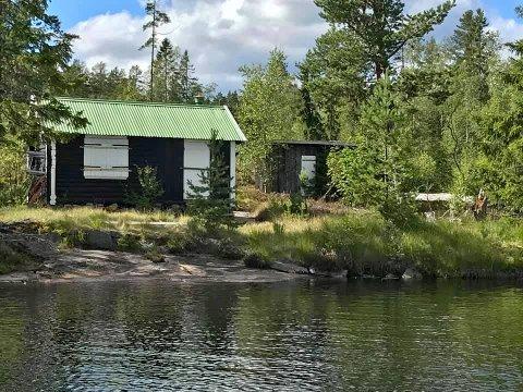 BILLIG: 180 000 koster en liten koselig hytte, halvveis mellom Jerpetjønn og Breiset.
