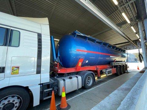 HIT,MEN IKKE LENGER: Det polske vogntoget fikk ikke kjøre videre etter funnet fra Statens vegvesen.