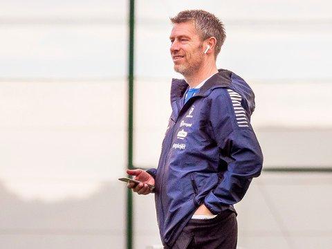 PÅ JOBB: Thomas Berntsen ønsker seg en ny midtbanespiller og er i dialog med flere aktuelle kandidater.