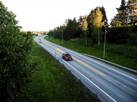 ASFALT: Det skal legges ny asfalt på deler av fylkesvei 109 i Torsbekkdalen.