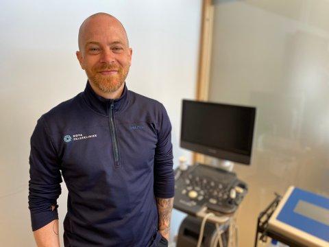 MANGE SLITER: Kiropraktor Are Hammern ved Nova Helseklinikk på Lande senter behandler mange som oppsøker hjelp som følge av smerter i rygg og nakke.