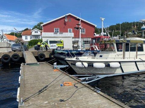 Mandag formiddag etablerte Øst politidistrikt grensekontroll for personer i fritidsbåt som har tatt sjøveien til Sverige Grensekontrollen blir gjennomført i Fjordveien 2 i Sponvika i Halden.