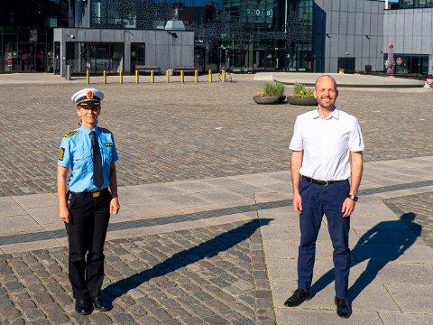 Politistasjonssjef Beatrice Bøe og ordfører Sindre Martinsen-Evje har forberedt seg godt foran lørdagens SIAN-demonstrasjon på Sarpsborg torg.