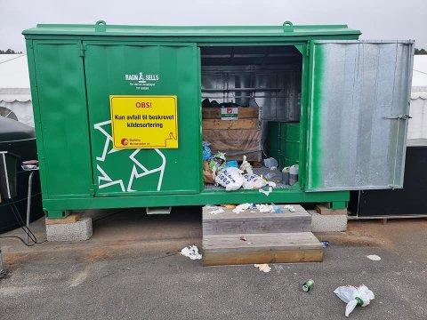 Det meste av søpla blir satt igjen på søndag ettermiddag og kveld når folk kommer tilbake fra helgeturen ifølge Daglig leder Olav Eriksen.