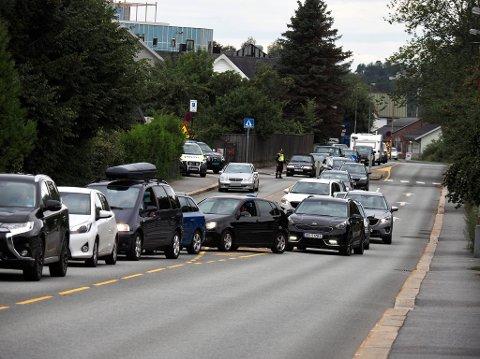 Det har oppstått lange køer som følge av en bilstans i St. Nicholas gate onsdag ettermiddag.