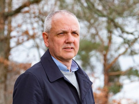 Overlege Preben Aavitsland i Folkehelseinstituttet gleder seg over nyheten at koronavaksinen beskytter godt mot deltavarianten.
