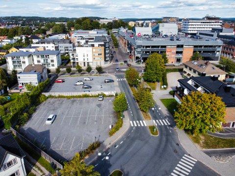 ARKITEKTKONKURRANSE: Betongbygg har allerede invitert til en arkitektkonkurranse for utbyggingen av området med parkeringsplassene i Korsgata – Roald Amundsens gate. Den nye sentrumsplanen tillater opptil fem etasjer på området.