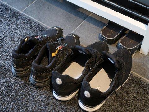 Vinter betyr ofte snø. Derfor er det smart å legge en fuktabsorberende matte i gangen og la skoene tørke der.