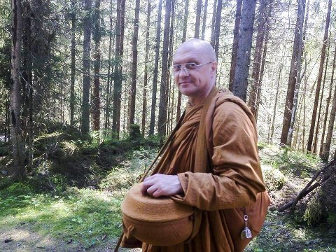 TIL SKIPTVET: Ajahn Kalyano, opprinnelig psykolog fra England, kommer som seniormunk til det nye klosteret i Skiptvet.