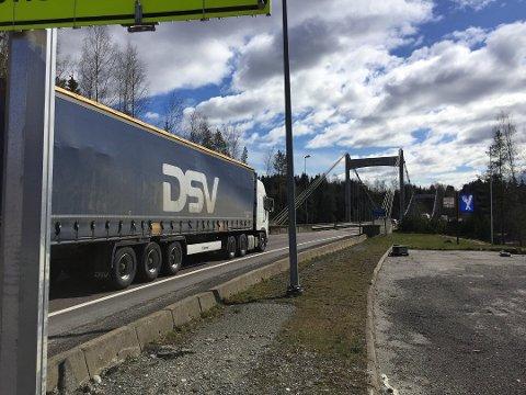 Trafikken vil gå over Fossum bru i tre uken E18 er stengt.