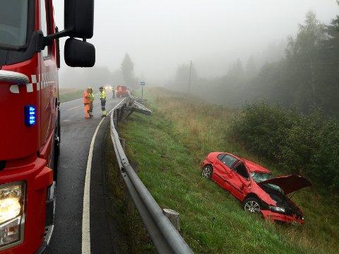 Skal vi tro norske sjåfører, er praktisk talt alle gode på det de driver med. Sånn er det dessverre ikke, sier Trygg Trafikk. Her fra en ulykke i Eidsberg tidilgere i høst.