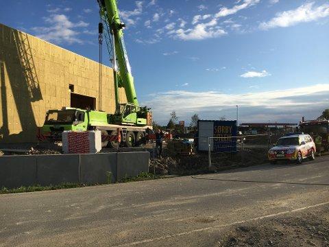 Fallulykken skjedde inne i det nye bygget som er naboen til Continental-lageret på Sekkelsten i Askim.
