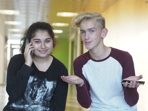 MOBILFRI: Elevene Alexandra Dayous og Magnus Nicolaysen må levere fra seg mobilen ved skolestart.