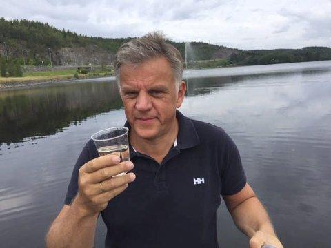 God kvalitet: I sommer slo kommunalsjef Vidar Østenby fast at Rødenessjøen hadde klart og fint vann. Det er Ørjes drikkevannskilde. Men nå krever Mattilsynet at Marker kommune får på plass en fullgod reservevannløsning. Arkivfoto