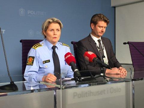 Politiinspektør Grete Metlid og politiadvokat Christian Hatlo på tirsdagens pressekonferanse.