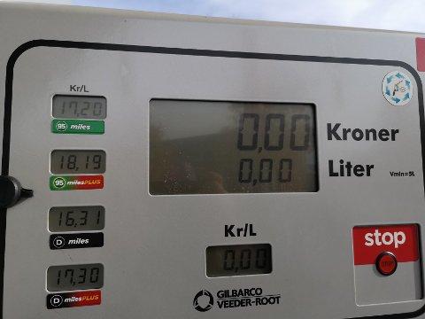 Fredag kostet en liter bensin 17,20 kroner på Circle K i Askim. En liter diesel kostet 16,31 kroner.