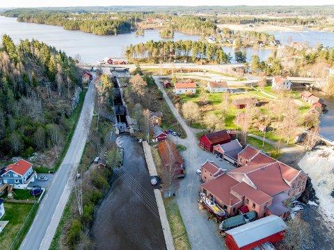 Ved vann: To grunneiere langs Haldenkanalen har allerede signalisert at de kan ha egnede hotelltomter. Dette dronebildet er fra Ørje.