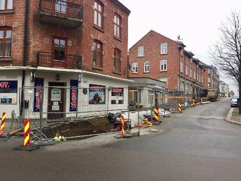 Graving langs deler av Storgaten er årsaken til at gatelys er koblet ut.