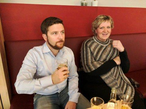 LIKTE ØLEN: Ole Petter Haraldstad og Ann Kristin Madsen hadde tatt turen fra Hemnes. Haraldstad syntes ølet smakte godt.