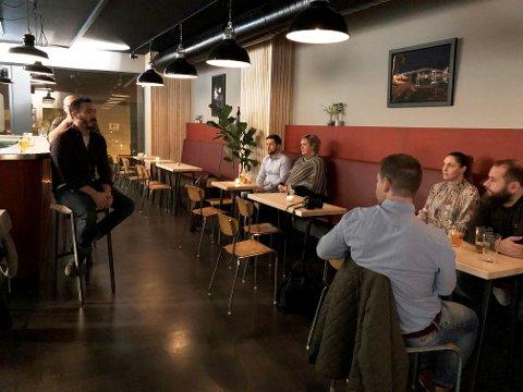ØLTESTING: Luca Saccomandi fortalte om ølet og smakssammensetningene.