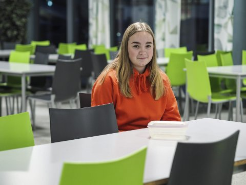 STRESSER I PAUSEN: Malin Sofie Evensen (16) fra Askim blir stresset i lunsjpausen på skolen, når hun ikke rekker å spise opp.