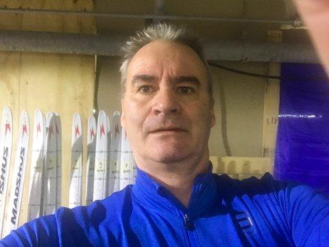 DØGNET RUNDT: Terje Fardal har jobbet både 12 og 16 timer i døgnet for å gi løperne best mulig glid i OL-løypene. Her er han på plass i det provisoriske sliperommet i Pyeongchang.