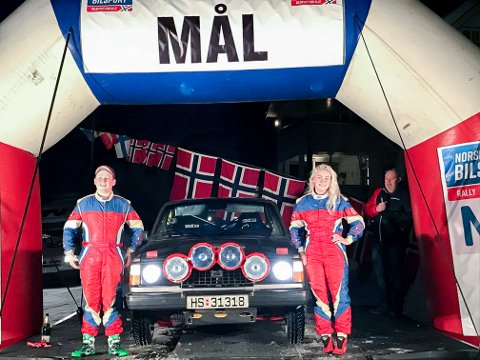 DEBUTANTER: Helene Skau Andersen debuterte som rallyfører lørdag og hadde med seg lillebror Marius i kartleserstolen.