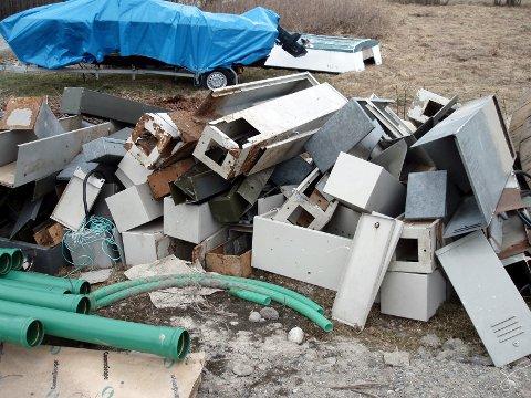 De som skal levere søppel på gjenvinningsstasjonen i Marker, må fra april gjøre dette på onsdager.