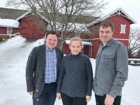 FRA INDRE: Østfold-ambassadørene Tor Jacob Solberg, Maren Anna Brandsrud og Stig Olsen er tre av fire Østfold-ambassadører fra Indre Østfold som skal være med å framsnakke fyket i året som kommer.
